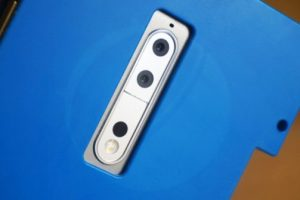 Nokia 9 hiding in secretive cyan case, dual camera in situ