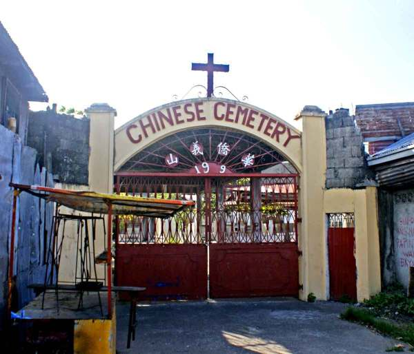 """Chinese Cemetery in Molo Iloilo City. Molo is reported to be the """"Parian"""" of Iloilo -- the Chinese district."""