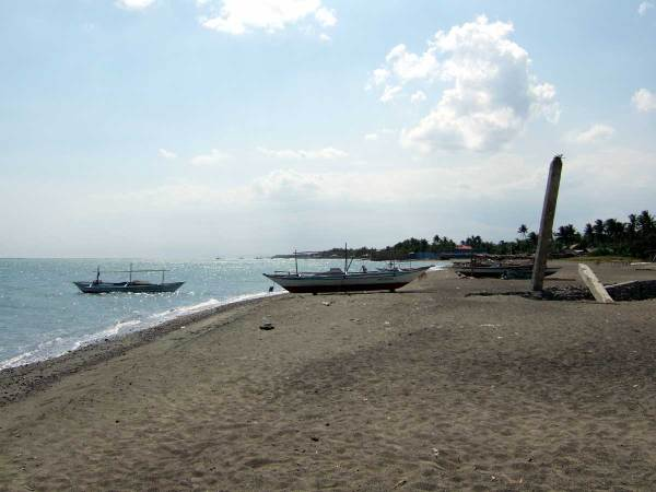 Beachfront for Sale at Oton Iloilo City, Panay Island, Philippines  600 m2 @ P2500 located in Oton. Also available 200m2 adjoining and 1243 beachfront (?) @2000. No public water