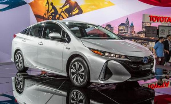 Coming 2017 Model Toyota Prius S Touring Selection GS 1.8 Features Price In Pakistan Saudi Arabia
