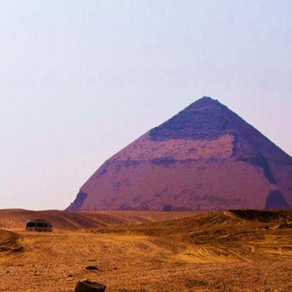 素粒子の分析がピラミッド建造方法を解き明かす?