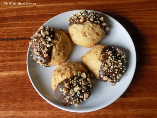 toasted cashew and toffee cookies