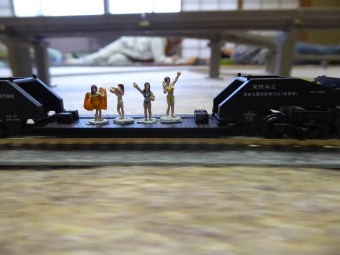 鉄道模型倶楽部・水着の姉ちゃん