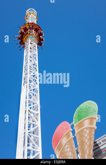 Tivoli Gardens Ontario Drop Tower Stock Photos & Drop Tower Stock Images - Alamy