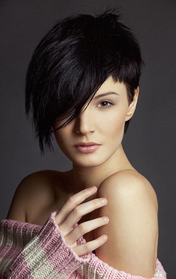 Asymmetrical haircut for round face