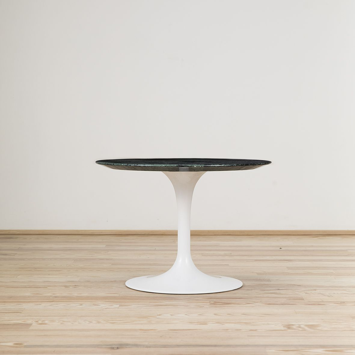 Saarinen Knoll Table Mesa Coffee Saarinen Stock Knoll