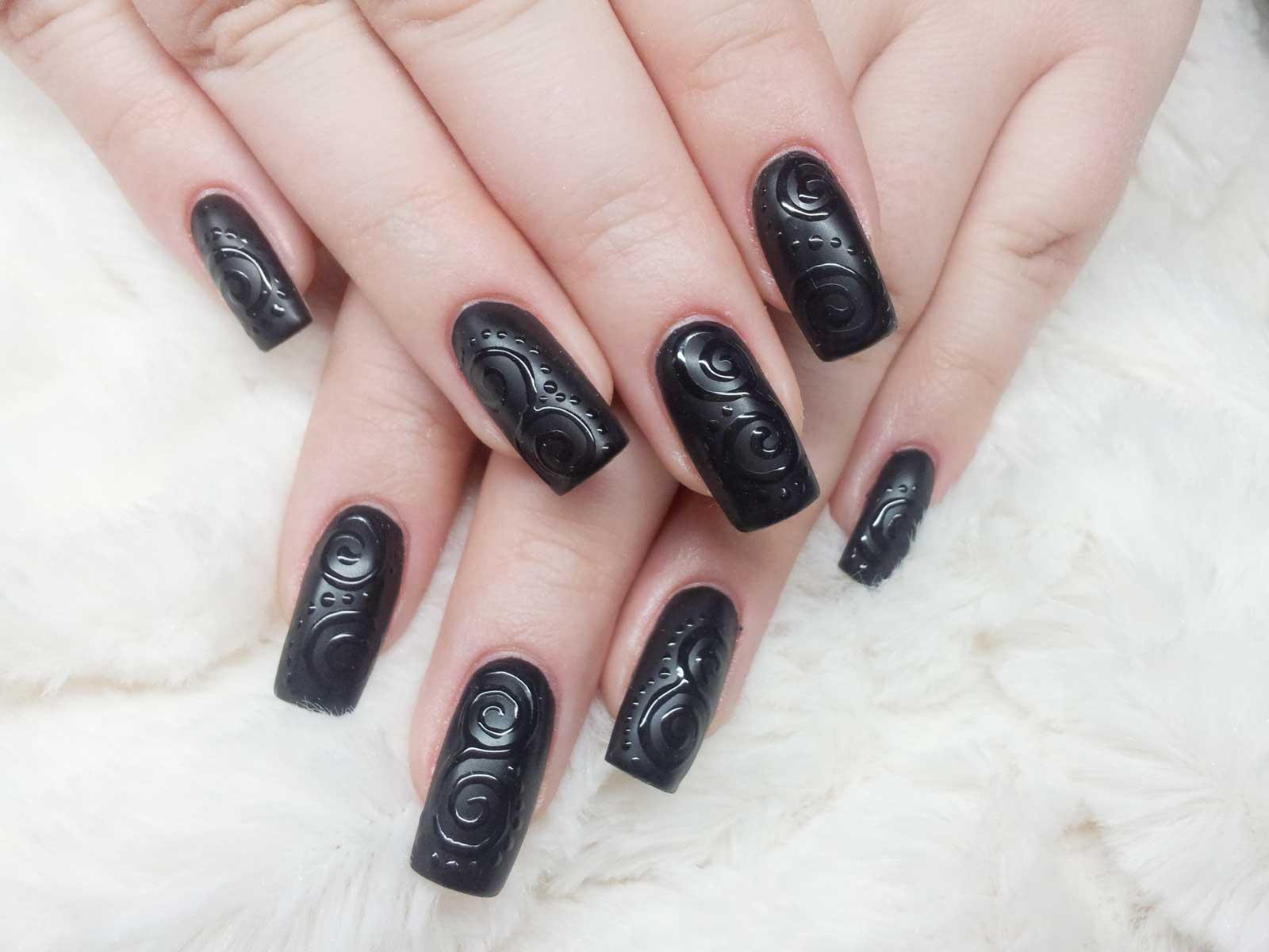 Nageldesign Mit Schwarz Trendiges Design Im Matt Look