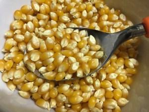 カレースプーン一杯の乾燥トウモロコシ