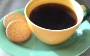 朝日の中でゆっくりと飲むコーヒーは、格別