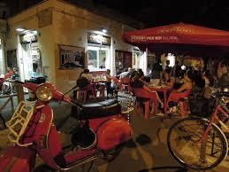 Pigneto à noite, esquina do Il Porchettoni