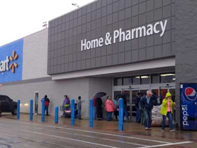 Hawk temporarily closes New Albany Walmart -