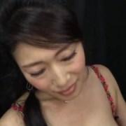 熟女の小早川怜子が淫語を発しながら痴女手コキをする