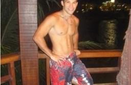 Paulo Agrizzi em foto sem camisa