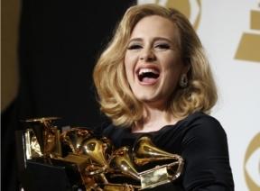 Adele, de 23 anos, confirmou as expectativas e conquistou todos os prêmios aos quais foi indicada