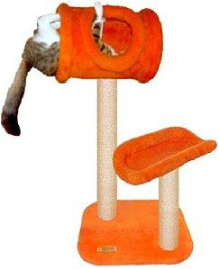 Arranhador alaranjado modelo casa e apoio para gatos.