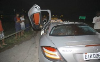Outra foto da visão traseira do carro de Thor Batista