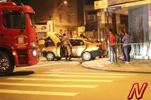 A lateral do taxi que nao foi afetada pelo acidente.