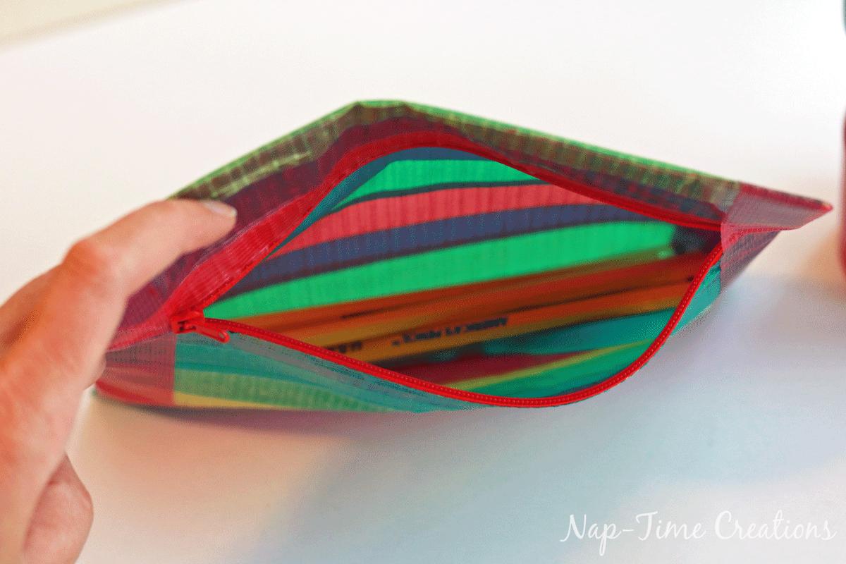 Duck-Tape-Zipper-Pouch-3