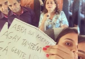 """Selfie com Malafaia: """"Abra sua mente: gay também é gente""""."""