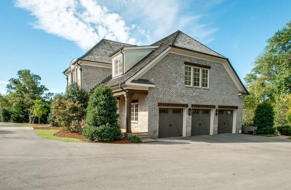 Forest hills houses with big garages nashville home guru for Homes with big garages for sale