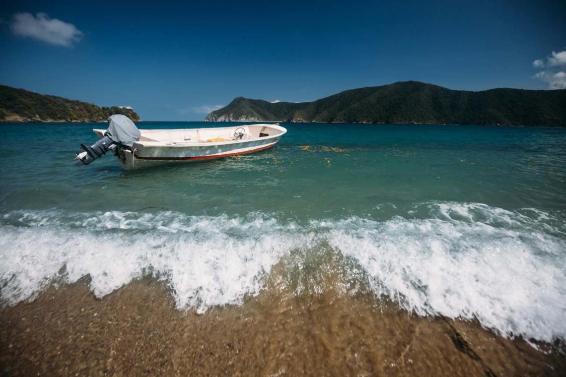 tayrona_national_park_boat