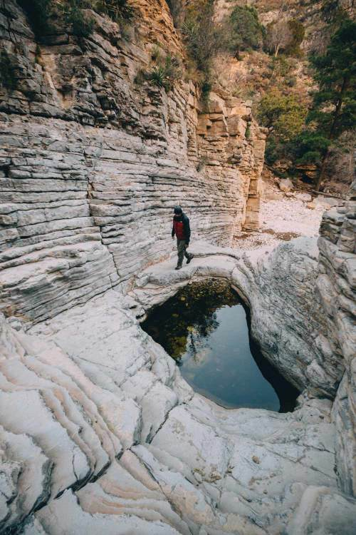 art_of_guadalupe_mountains_quest_devils_hall_pool_andres