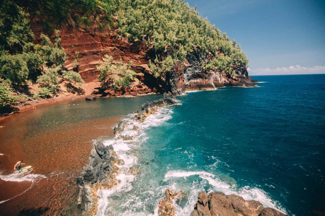 discovering_aloha_hawaii_red_sands_maui_water