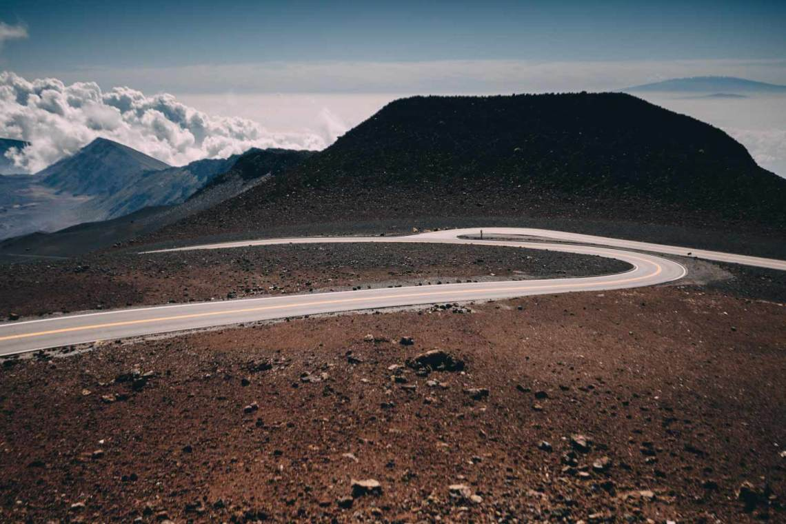 haleakala_legend_sunrise_hawaii_road