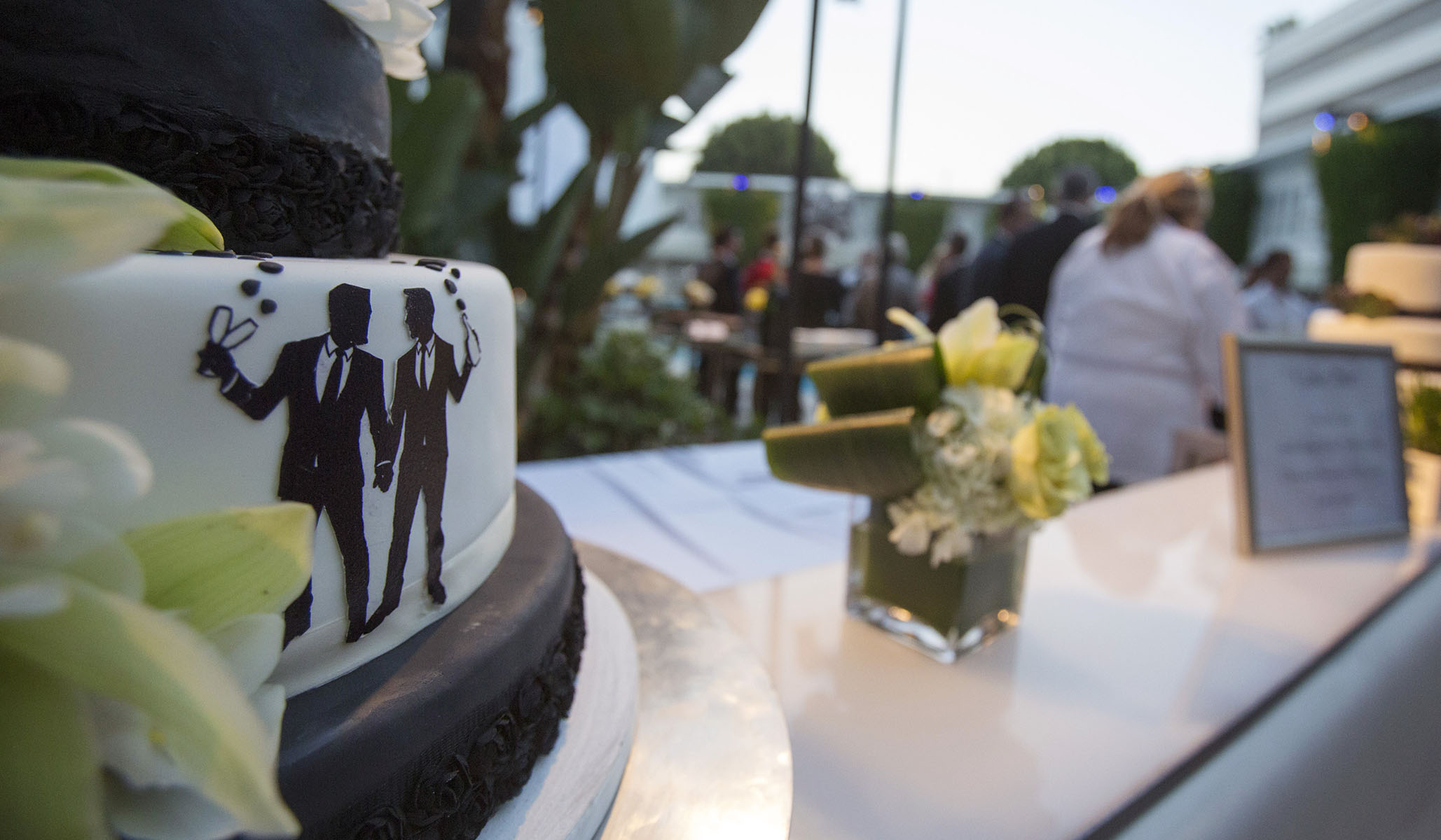 Hat Stand Freedom Gay Wedding Cake Controversy Freedom Extends To Bakeries