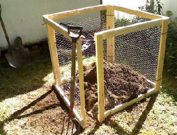 composting_bin_wire_crop