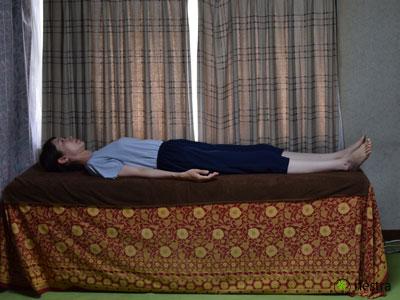 腰の痛みテスト-SLR1