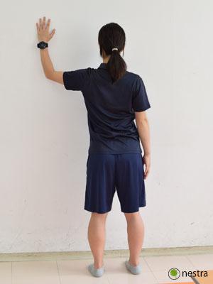 手の腱鞘炎-壁ストレッチ3