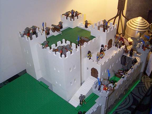 Trap Upstairs Bones' Medieval Lego - Structures