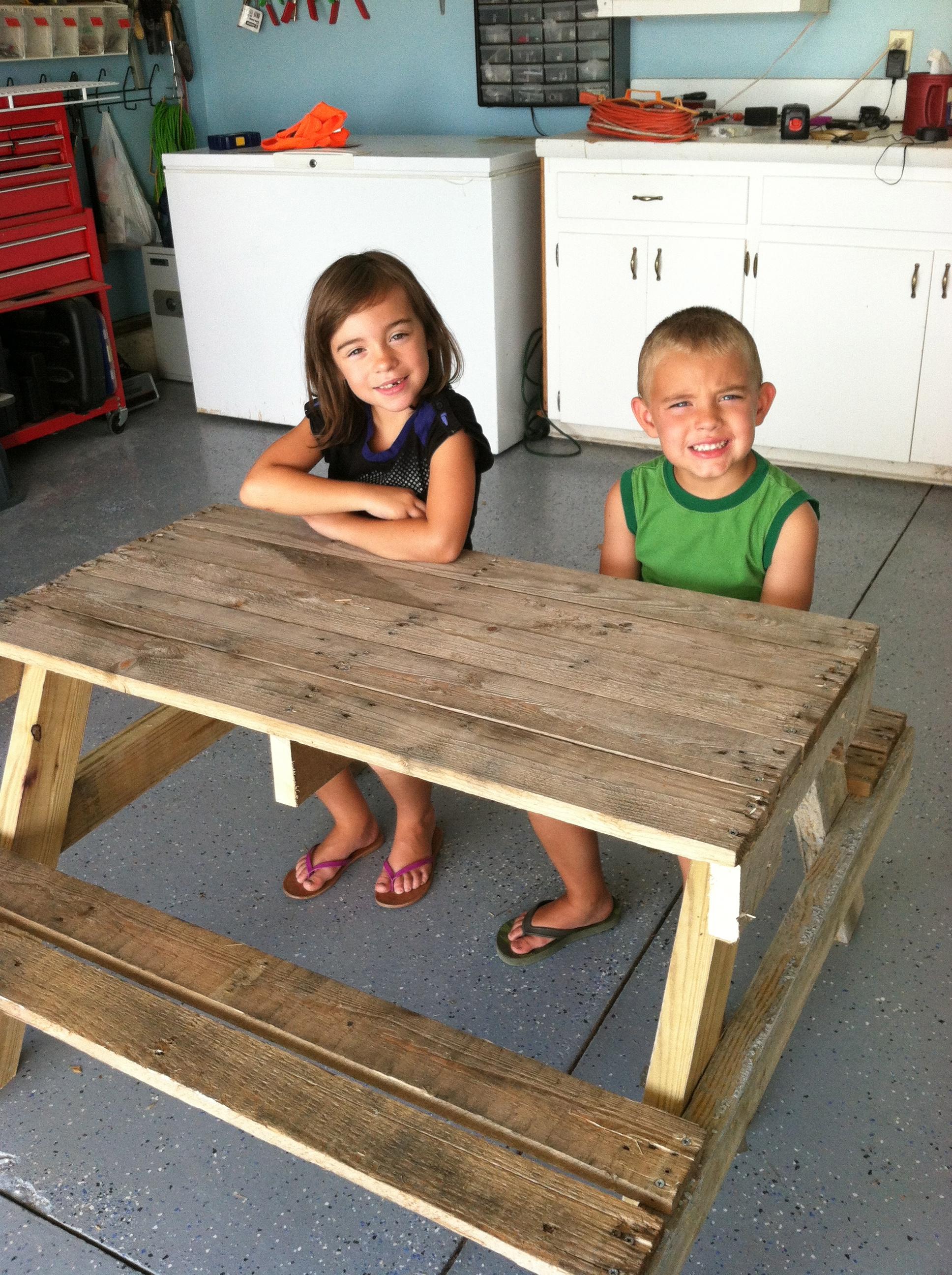 Diy Kids Picnic Table From Pallet Wood Diy At Needles