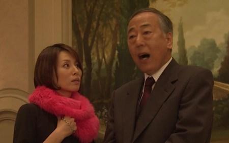信用できる人に心を許す所は米倉涼子と同じ!?(画像引用:http://drama-impression.info/wp-content/uploads/2013/11/1a66bb0353c87b747952d244440b93d1.jpg)