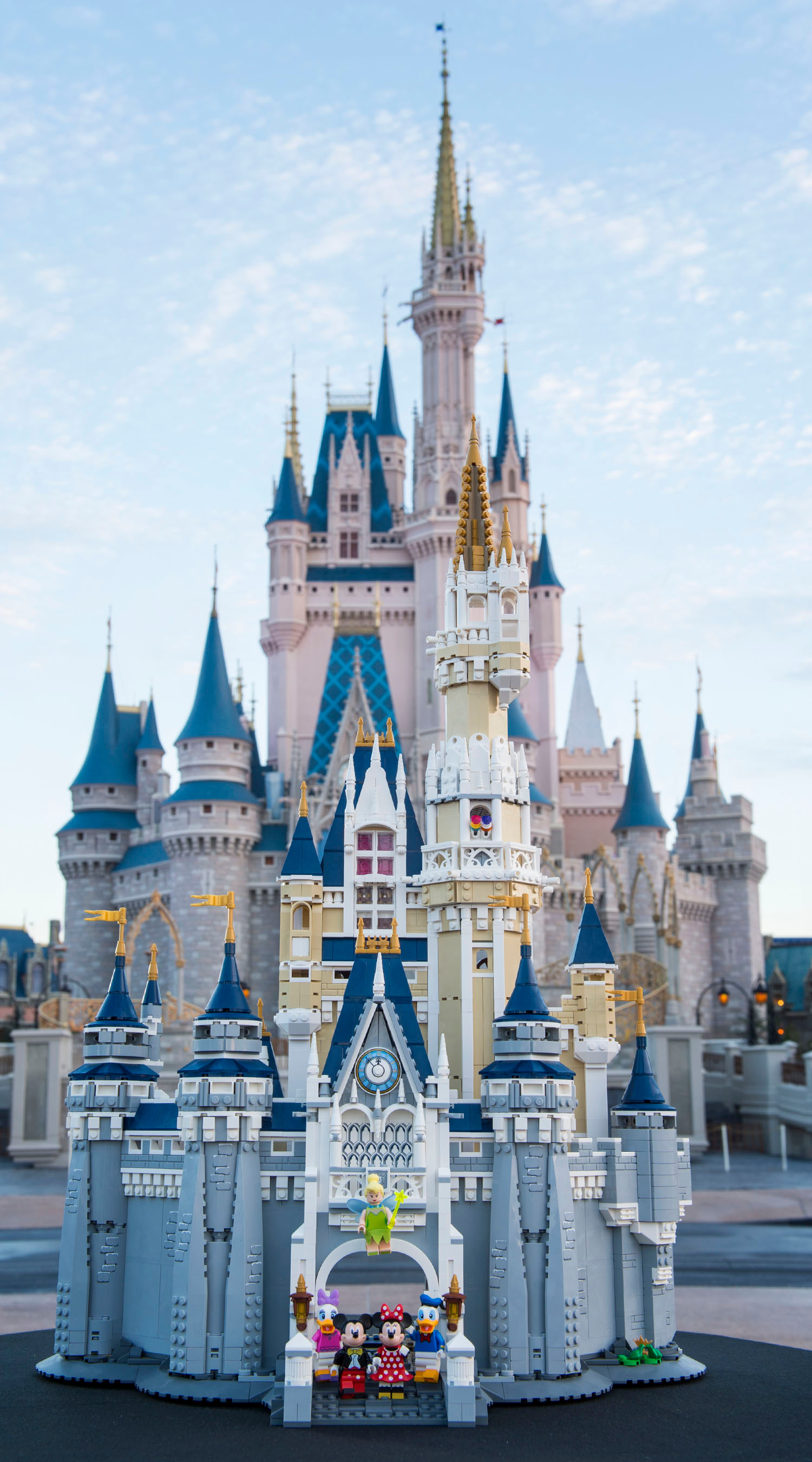 Disney World Fall Wallpaper Build Cinderella S Castle With This Massive 4 000 Piece
