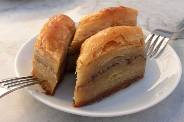 Baklava_-_Turkish_special,_80-ply