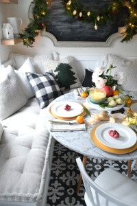 Christmas Entertaining Ideas and Casual Table Setting ...