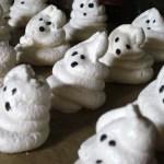 Boo! (Not so) Spooky ghost meringue cookies!
