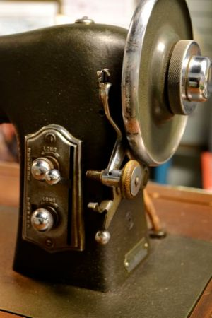 Fun Thrifting Discovery: White Rotary Sewing Machine