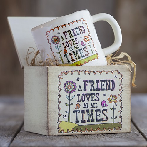 A friend loves at all times mug