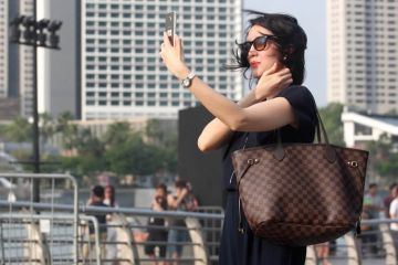 Photo of a woman posing for a selfie.