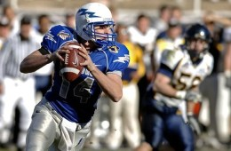 Image shows a football player.
