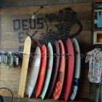 """Le rack de boards à vendre au Deus  """"Warung of Simple Pleasures"""""""