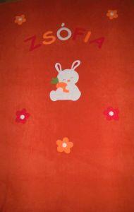 Nyuszi virágokkal narancssárga alapon