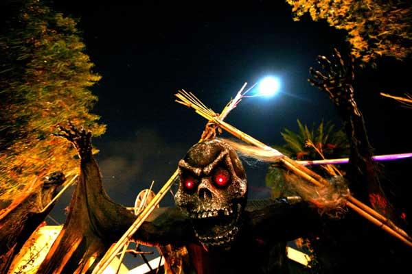 Eternal Rest Cemetery: Skull Gate