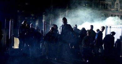 RESIDENT EVIL APOCALYPSE Zombie Hordes Overwhelm Raccoon City