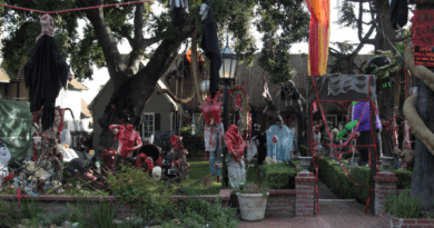 Balian Mansion front yard