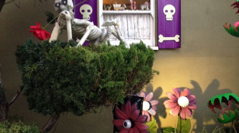 Boney Island 2015 flower that blinks plus skeleton