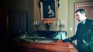 grieving-man-with-coffin